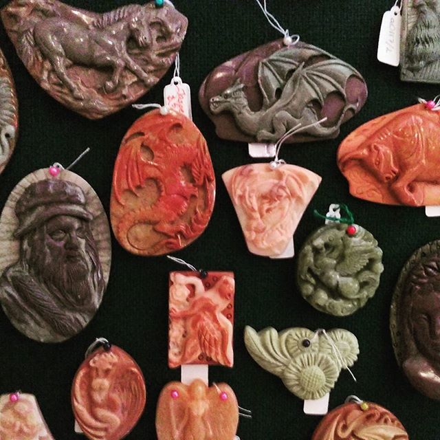 Carved stone amulets, multi-sized and multi-shaped #CosBits #jasper #agate #lazuli #fantasy #animals