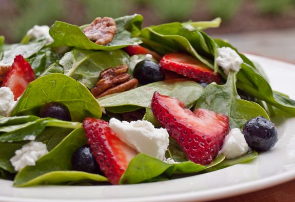 Baby Spinach with Fresh Berries, Pecans & Goat Cheese in Raspberry VinaigretteSpinach Salad, Baby Spinach, Chicken Salad, Raspberries Vinaigrette, Salad Recipe, Summer Salads, Fresh Berries, Goats Cheese, Goat Cheese