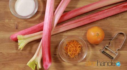 Recept voor rabarbertaart van AH. Wat een geweldig lekker deeg, ook te gebruiken voor bijv. appeltaart.