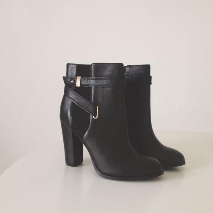 Essentials: black ankle boots // Jacqui Barhouch