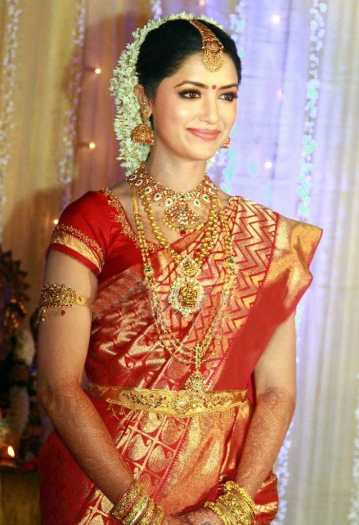 indian wedding hairstyle gallery%0A Here are some gorgeous south indian brides photos  They are traditional  south indian bride wearing heavy bridal jewellery  designer bridal