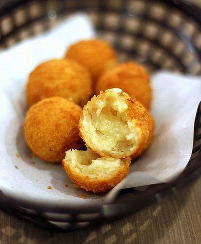 Bhajiyas (Indian fried cheese balls)