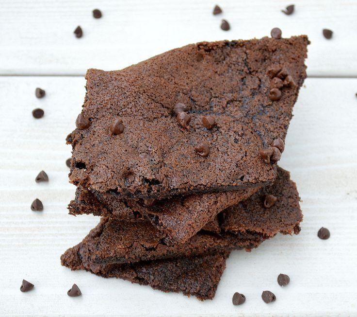 What's your favorite part of a brownie?  The crispy edges or the soft center? For me, it's the crispy edges all the way! My husband, however, wants the soft center, and that my friends is what makes a relationship work … HAHAHAHA