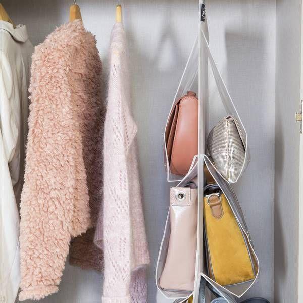 Ideas para guardar los bolsos en poco espacio Feng Shui, Fashion, Rustic Style, T Shirt Folding, Make A Closet, Moda, Fashion Styles, Fashion Illustrations
