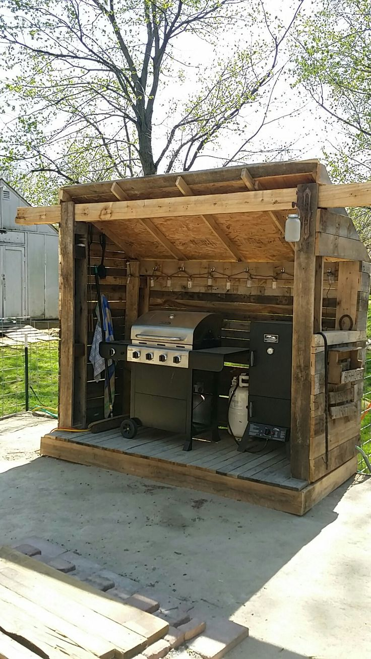 Best 25 bbq hut ideas on pinterest for Outdoor kitchen shed