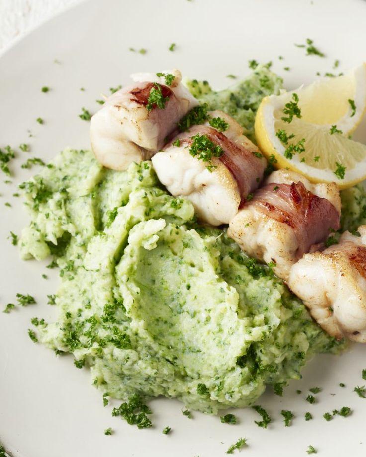 Een stukje vis, dat past heel goed samen met spek! Je zal het zelf moeten proeven, met deze visspiesjes met een groene aardappelpuree van broccoli & peterselie.