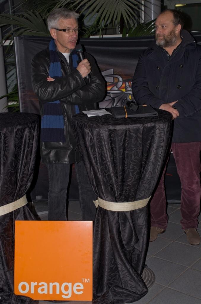 Mars 2013 : #Orange partenaire des #Dragons de #Rouen @jpportron, directeur #Orange #Normandie #Centre et Thierry chaix, président du Rouen Hockey Elite 76