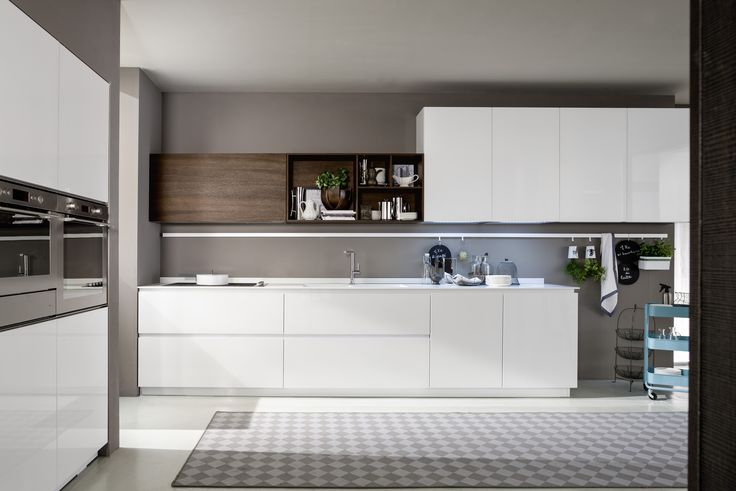 Seductive and professional, providing endless possibilities - Meet our Materika Collection.  Materika's special miter 45° degrees door angle promotes functionality which allows an easier grip while keeping aesthetics in mind. The beauty of this #EuropeanKitchen project lies in having rich possibilities making a visual impact of great elegance and streamlining functionality at the same time.