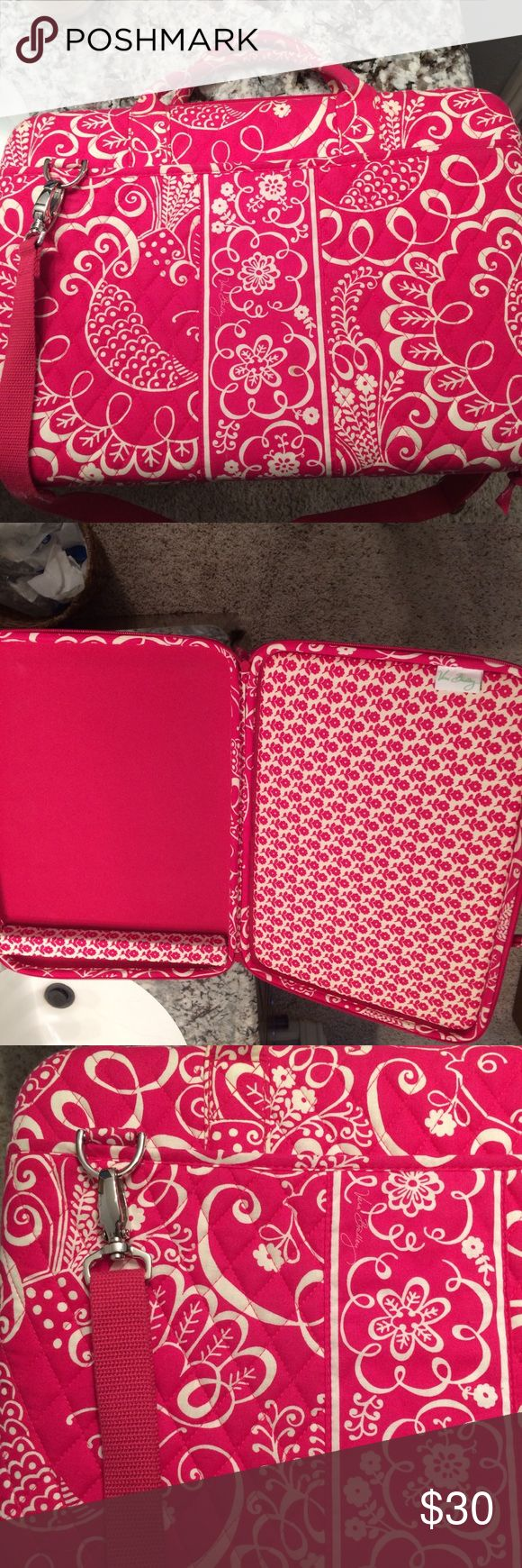 Vera Bradley Laptop Case Vera Bradley Laptop carrying case! The handles aren't as pure white as the rest of the bag. Otherwise, is in perfect condition! Vera Bradley Bags Laptop Bags