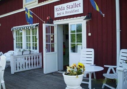 Röda Stallet Bed & Breakfast är beläget strax söder om Hjo. Handikappvänligt samt möjlighet till extrabäddar. Nära golfbana.