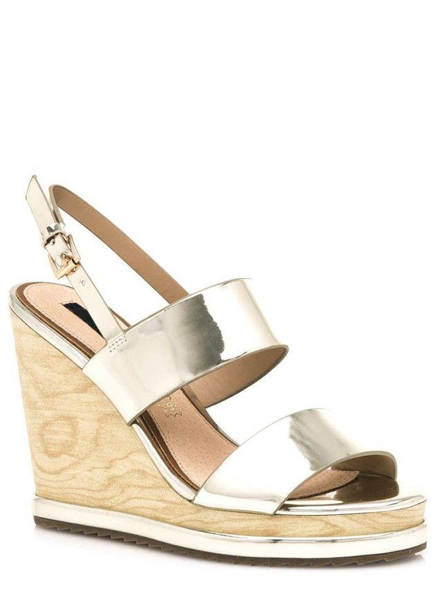 Zlaté letní sandály na dřevěném klínku MTNG(325018) - 4