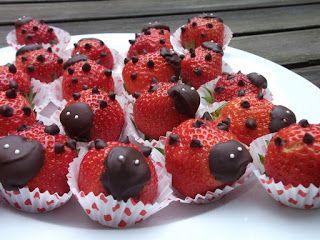 #Traktatie #lieveheersbeestjes #aardbeien - #gezond en #grappig
