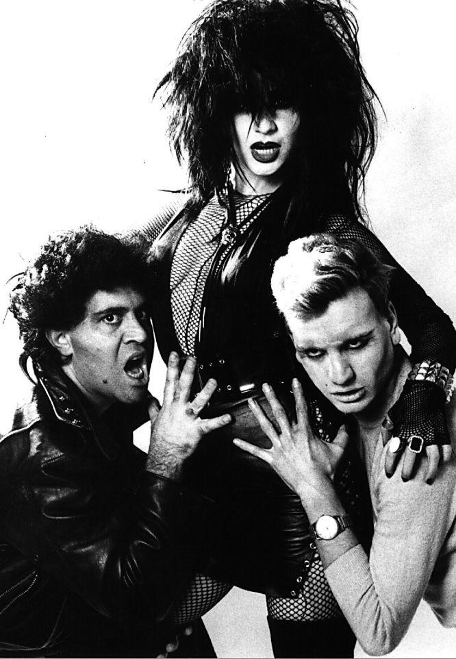 Pedro Almodóvar, Alaska y Fanny McNamara (Fabio de Miguel) La movida madrileña a principios de los 80. Foto: Pablo Pérez Mínguez