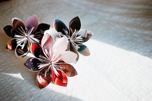 20 things to make from old magazines.  Make a Recycled Magazine Flower