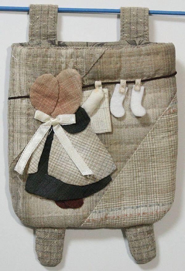 貝田明美 置物袋吊飾材料包/曬衣服的蘇姑娘_貝田明美的小錢包(小袋物)材料包 P系列_貝田明美的材料包_名師特區_麻雀屋手藝工坊 | 小蜜蜂手藝世界 | 就是拼布精品