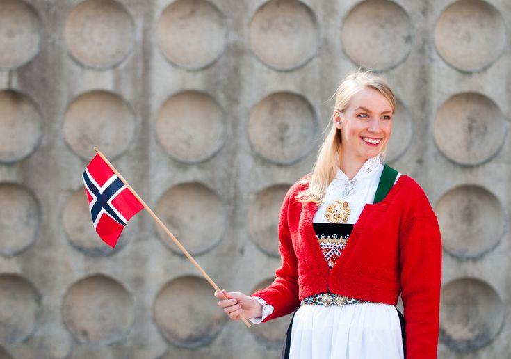 Knitted jacket for bunad. Strikket jakke til bunaden. Design Nina Granlund Sæther