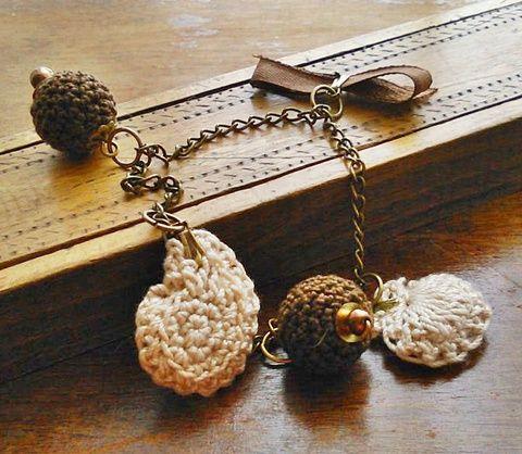 Karkötő horgolt zsuzsukkal, Ékszer, óra, Karkötő, Meska Bracelet, crochet charms  1250 Ft