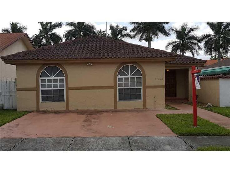 http://www.propertypanorama.com/instaview/mia/A10161940  VERY CLEAN SPLIT BEDROOM PLAN IN WEST DADE. CERAMIC TILE THROUGHOUT. MODERN KITCHEN W/ GRANITE AND STAINLESS STEEL APPLIANCES. SEPARATE FAMILY, LIVING