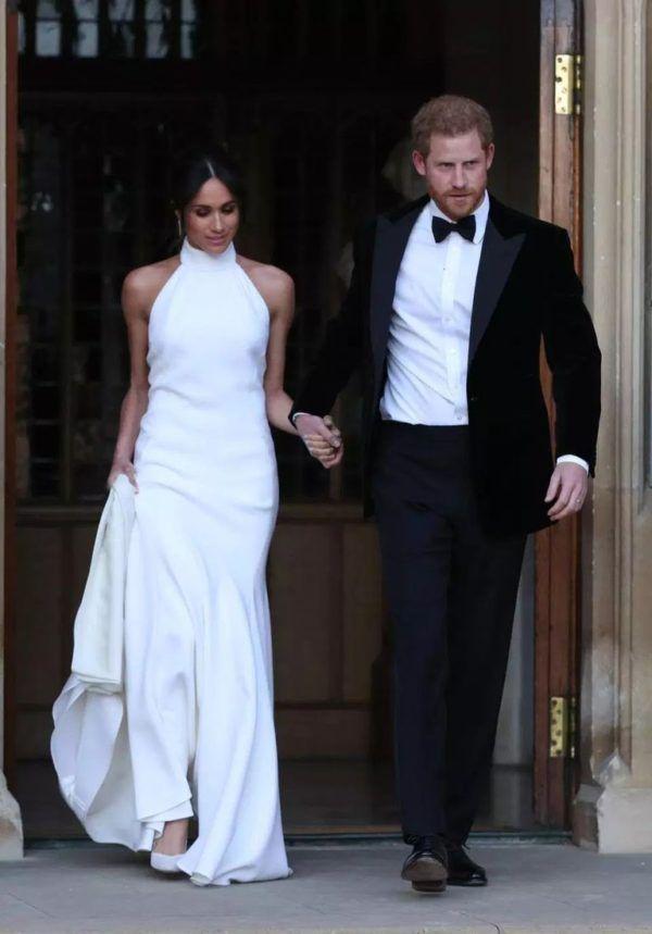 Interessante Details Uber Hochzeitskleid Von Meghan Markle Details Hochzeitskleid Interess Zweite Hochzeitskleider Prinz Harry Hochzeit Kleider Fur Empfange