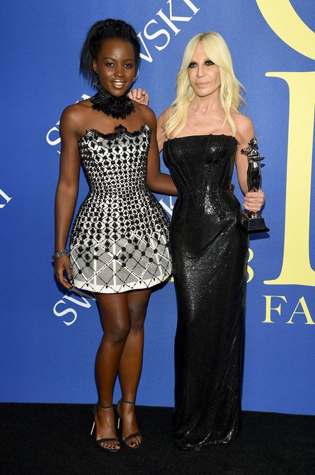 Lupita Nyong O Presented The Council Of Fashion Designers Of America Cfda 2018 International Award To Donatella Versace Fashion Couture Gowns Fashion Outfits