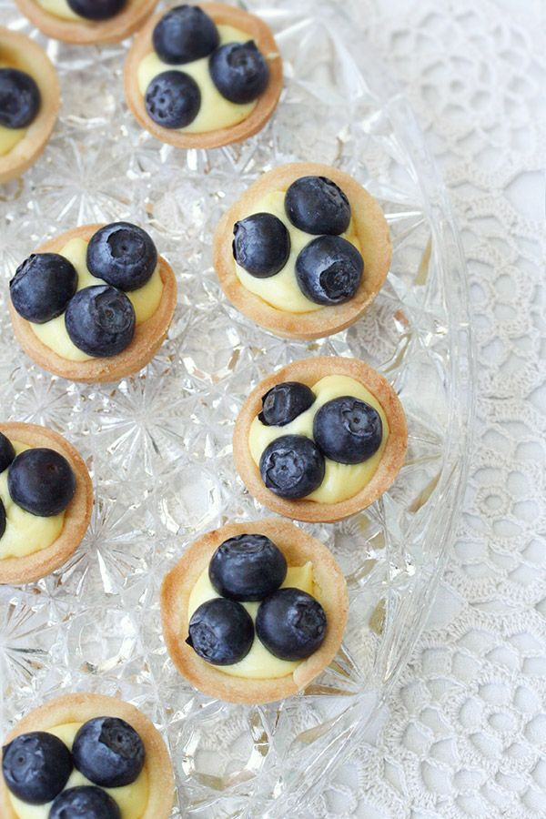 Mini tartes con crema zolletta e mirtilli freschi - Mini tartes with curd and  blueberries