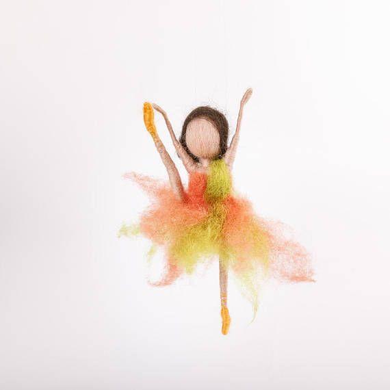 Ballerina im Zipfelkleid Tanz Waldorf Püppchen