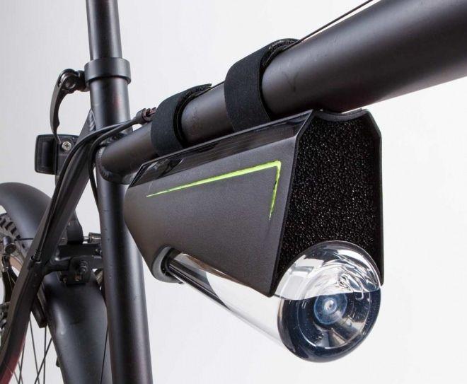 「Fontus」は空気中に含まれる水分から飲み水を作り出すデバイス。自転車用の「Ryde」と、ハイキングなどで利用できる「Airo」の2つのモデルが用意される。