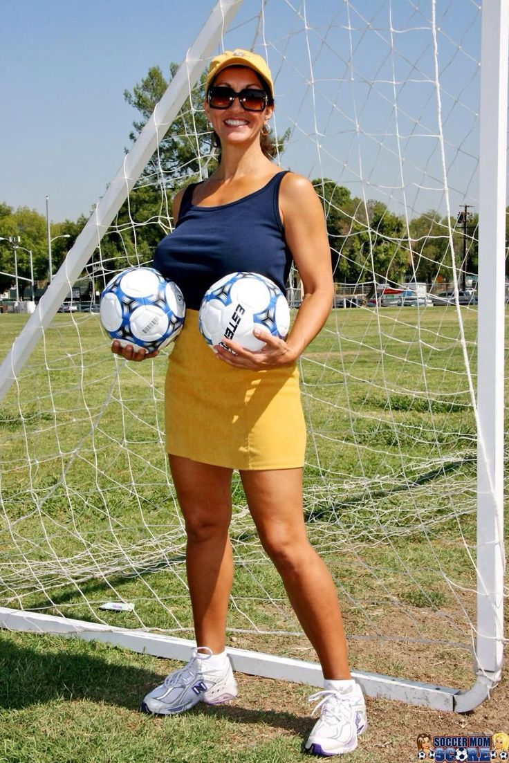 Soccer mom and calientes   Porn pics)