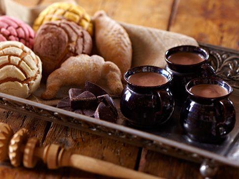 Champurrado y pan dulce