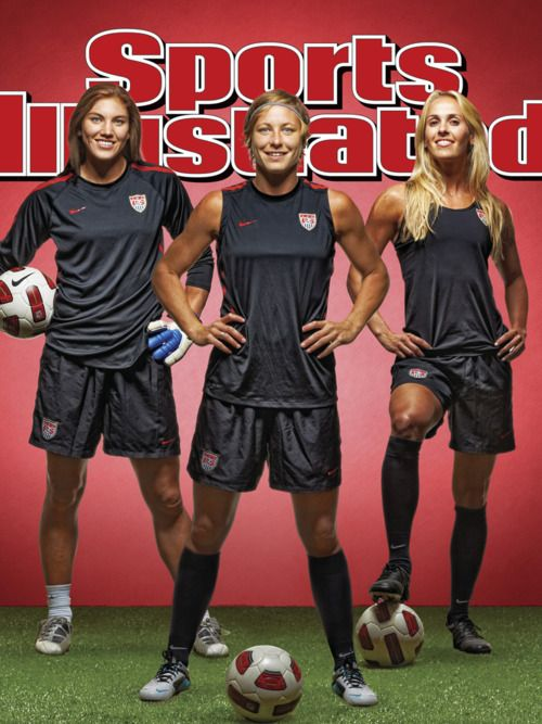 Hope Solo on the cover of Sports Illustrated with her national team teammates!