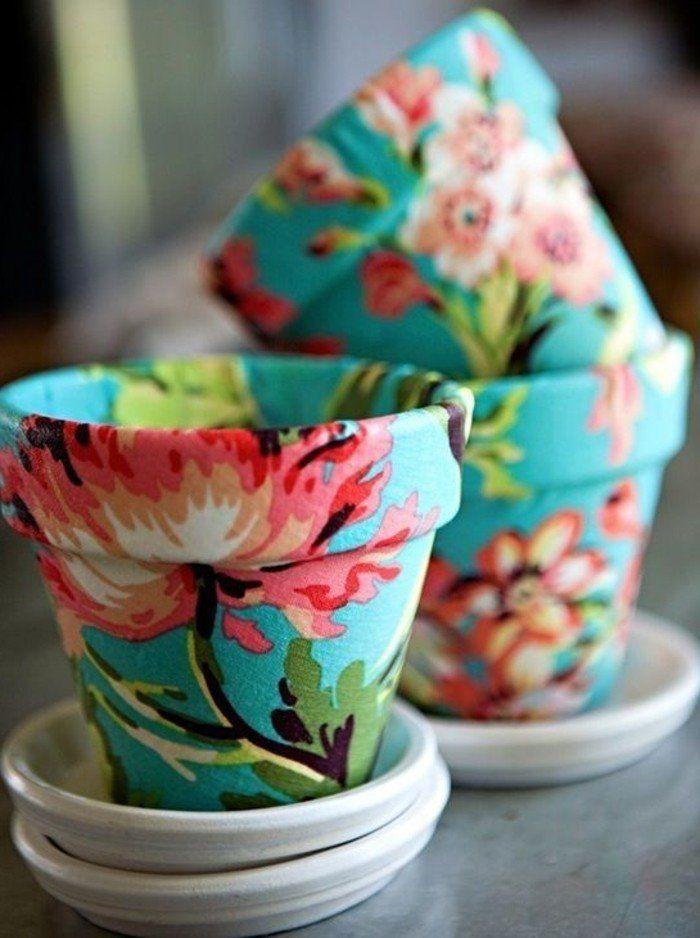 une parfaite manière de parer vos pots de fleurs, papier decopatch à jolis motifs floraux
