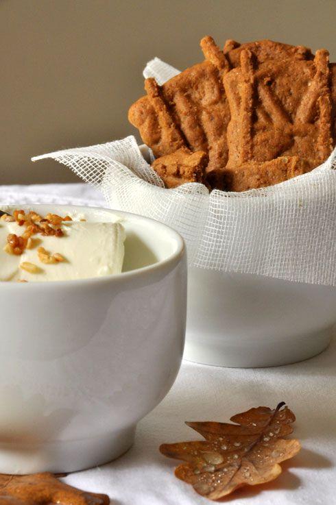 Que faire avec une douzaine de petits suisses dont la date arrive presque à échéance ? Si vous aimez les gâteaux avec une texture moelleuse et si vous en pincez pour la cannelle, optez pour cette recette de Cheesecake aux spéculoos où le fromage blanc...