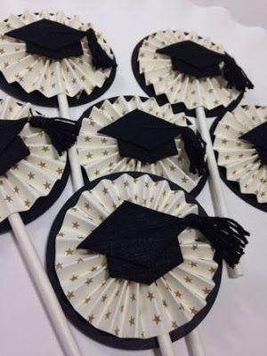 Toma nota con estas ideas para preparar una graduación llena de detalles creativos que al festejado y sus invitados seguro encantarán.   Si ...