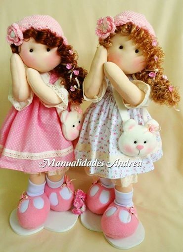 Muñecas......(cute + cute= KAYUTE [x 2]!! ....LOVE these ADORABLE dolls, their beary cute bags and over-sized shoes!)...