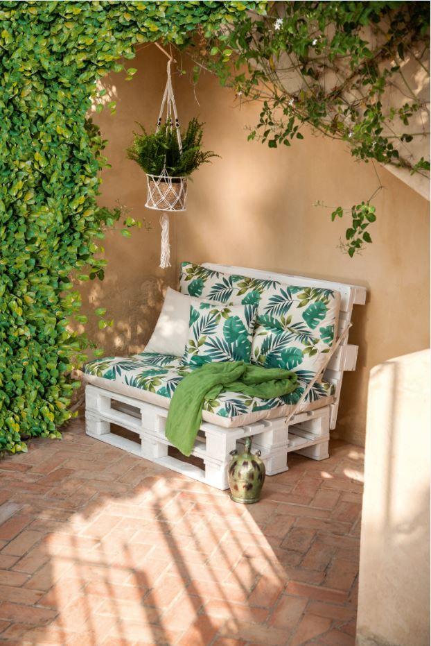 El Estampado Tropical Es Sinonimo De Verano Y De Buen Tiempo Monta Tu Propio Sofa Con Pal Decoracion De Patio Cojines De Patio Decoracion De Terrazas Pequenas
