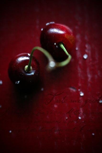 fruits : cerises rouge sombre