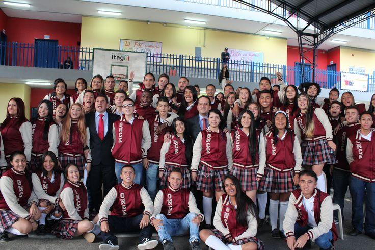 Entrega de chaquetas Prom 2015 a los alumnos de la I.E Pedro Estrada