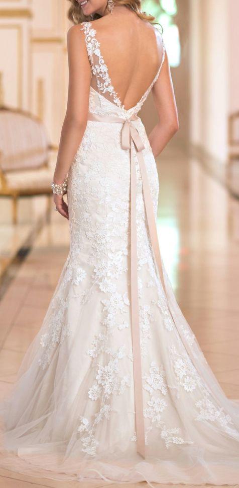 It's most suitable for brides,low back lace wedding dresses
