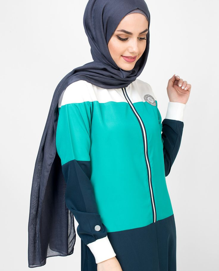 Casual Blue jilbab abaya has front zip opening up to waist gives you ease in wear perfect for your casual wardrobe. The fabric is 100% Polyester
