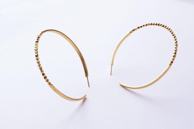 Gouden oorringen rond Refined – VA-TOUT by Line Vanden Bogaerde