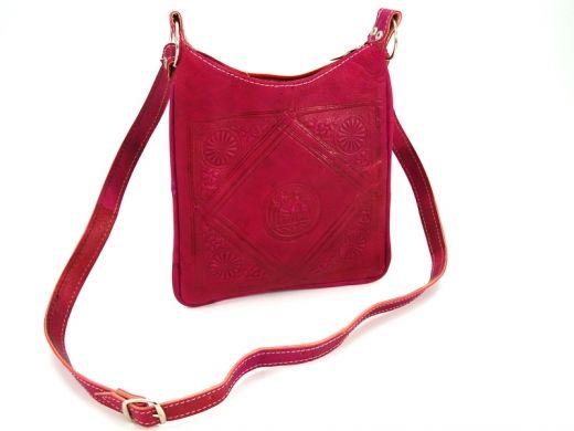Różowa, skórzana torebka z Maroko Leather pink bag from Maroko http://www.etnobazar.pl/search/ca:torebki-i-torby?limit=128