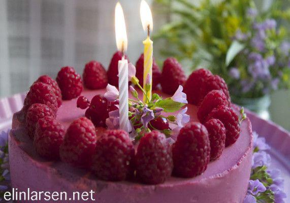 Hurra, bloggen fyller 2-år! Ostekake med bringebær | Elin LarsenElin Larsen
