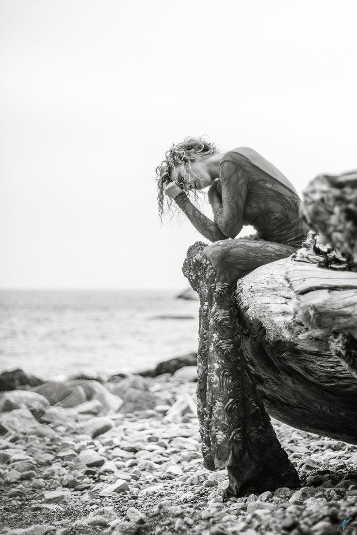https://flic.kr/p/MS7aVy | Amanda | Amanda goes to the beach.