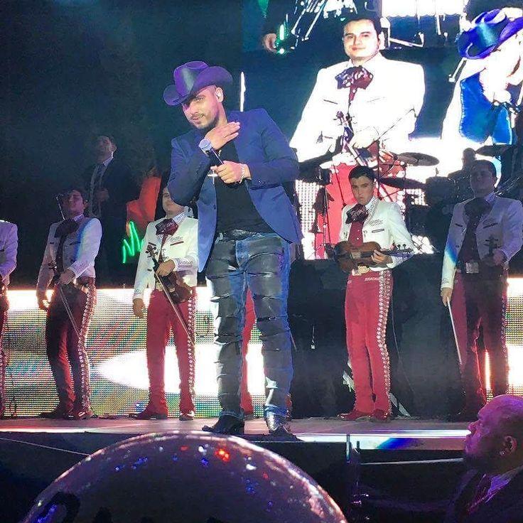#TeHacesPatoCuando dices que no te las sabes y terminas cantando con #EspinozaPaz en el #carnavalveracruz2017  #mexico #veracruz #music #carnaval2017 #carnavaldeveracruz #veracruz2017 #malecon #banda #travel #concert #people #photo #night #photooftheday #jarochos #jarochilandia #vivamexico #viaje #summer #2017 #carnival #carnival2017