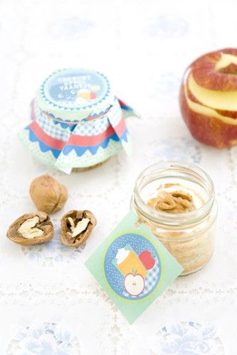 Trakatie: appeltaartje in een potje! Ook leuk voor een herfst picknick :-) (gratis download)  Applepie in a jar!  (Free Printable)