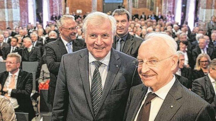 Franz Josef Strauß: Bayern gedenkt der CSU-Ikone http://www.bild.de/politik/inland/franz-josef-strauss/bayern-gedenkt-der-csu-ikone-42460110.bild.html