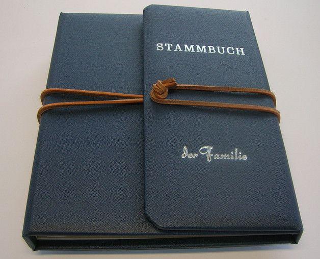 Die Hochzeit steht vor der Tür und Ihr sucht ein **besonderes Stammbuch** für alle wichtigen Urkunden und Dokumente ? **Wir würden uns freuen, dieses in unserer Manufaktur binden zu dürfen.** Das...