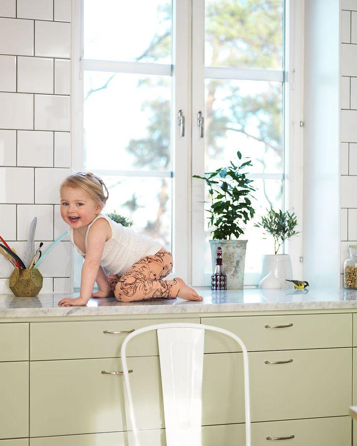 Söker du ett lindblomsgrönt kök? Köksluckan Solid från Ballingslöv finns i lindblomsgrönt. Hitta din köksinspiration hos Ballingslöv!