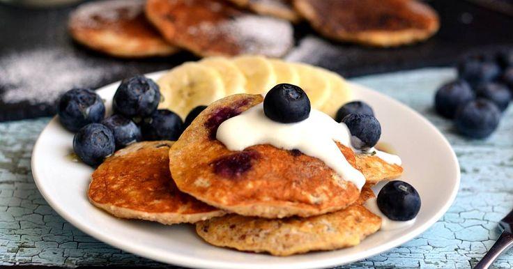 Remek recept Banános áfonyás zabpehelypalacsinta recept. Ez a banános áfonyás zabpehelypalacsinta recept egy gyors, egészséges, és finom reggeli desszert!