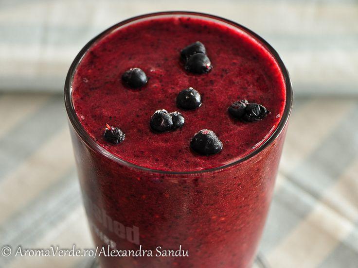 Red smoothie este un pahar de sănătate pentru inimă, pentru creier, pentru întregul nostru corp. Conține vitamine, minerale și fitonutrienți.